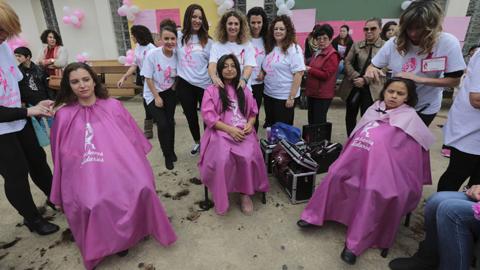 Una veintena de peluqueros cortarán el pelo en Maracena dentro de una iniciativa solidaria con la lucha contra el cáncer llamada 'Mechones Solidarios'