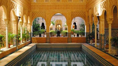 Los atractivos turísticos de Paradas siguen sumando visitantes tras alcanzar el Palacio Nazarí de El Carmen de los Arrayanes la cifra de 10.000 recepciones