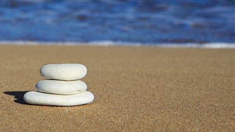 Las playas de Torrox reciben una inversión de 450.000 euros por parte de la Demarcación de Costas para que luzcan en estado óptimo durante el periodo vacacional