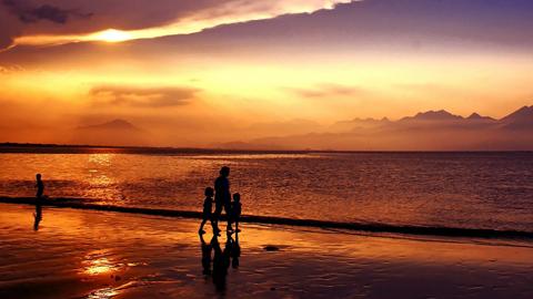 La construcción de un chiringuito en una playa de Mazagón queda paralizada por su proximidad con Doñana