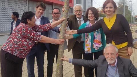 El distrito sevillano El Polígono Sur lleva a cabo la plantación de 200 árboles