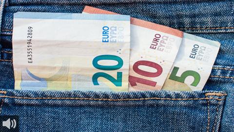 «El objetivo principal en este momento es reducir la caída de la renta de las personas», Manuel Fernández Luna, profesor de Economía Aplicada