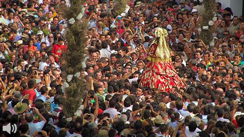 Los primeros documentos de la romería del Rocío datan de 1300 y la Virgen era venerada bajo la advocación de la Rocina