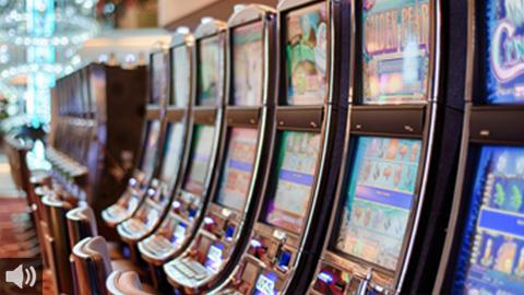 Las entidades que luchan contra las adicciones piden mayor regulación para la publicidad y la proliferación de los salones de juego