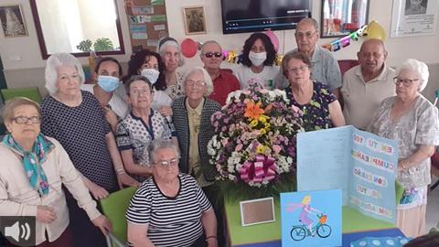 La biblioteca municipal y la residencia geriátrica del municipio sevillano de Castilblanco reivindican los valores de la lectura en el programa de voluntariado intergeneracional