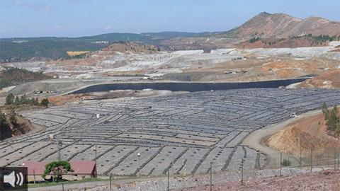 Los colectivos sociales, sindicatos y partidos políticos exigen el cierre inmediato del vertedero de Nerva tras décadas de irregularidades en la gestión de residuos tóxicos y vertidos al río Tinto