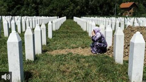 Se cumplen 25 años de la matanza a más de 8.000 bosnios musulmanes asesinados en la ciudad de Sbrenijça, la mayor masacre en Europa tras la II Guerra Mundial