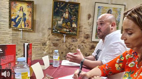 El periodista Raúl Solís aborda en el libro 'La doble transición' la lucha por los Derechos Humanos de ocho mujeres transexuales