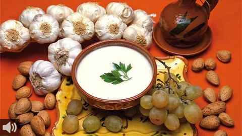El municipio malagueño de Almáchar celebra este 5 de septiembre su tradicional fiesta del Ajoblanco