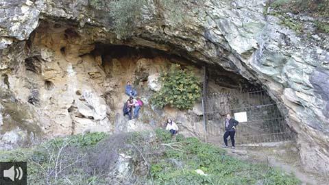 La Cueva de los Covachos de la Sierra Norte de Sevilla es la primera manifestación prehistórica de signos e indicios de pinturas rupestres en la provincia