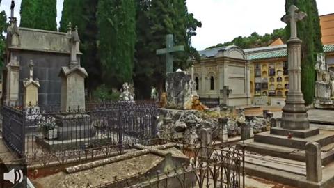 Rutas y visitas culturales al cementerio de Granada para descubrir por el camposanto la memoria de la ciudad