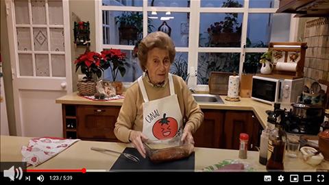 En la Tierra del Edén entra en la cocina de Refu Grosso, gaditana de 88 años, autora del canal de recetas de Youtube Fin de Mes