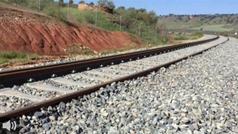 La Plataforma en Defensa del Tren Rural de Andalucía realiza la acción reivindicativa con la que denuncia que aún se sigan pagando autobuses para los transbordos ferroviarios entre Pedrera y Osuna