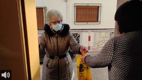 El voluntariado de Huétor Tájar lleva a casa la compra y medicinas a las personas mayores y dependientes desde el inicio de la pandemia