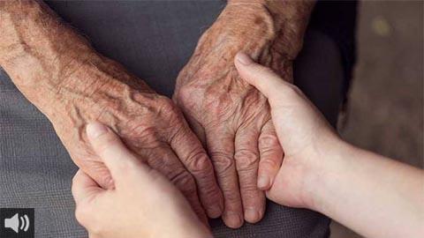 Las directoras y gerentes de servicios sociales piden que se incluya a las cuidadoras no profesionales de personas dependientes en los grupos prioritarios de vacunación