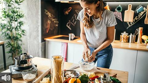 'Hay que optar por la dieta mediterránea y alimentos elaborados frente a la mala alimentación que favorece la vida agitada', Francisco Toquero, especialista en Nutrición Clínica y Dietética