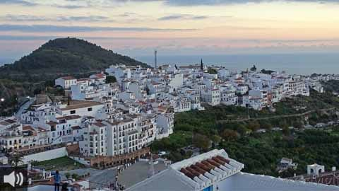Frigiliana es uno de los pueblos blancos de Málaga con más encanto siendo Premio Nacional de Embellecimiento y Conjunto Histórico Artístico