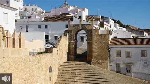 Presentada la nueva guía de Medina Sidonia 'Paseo por la historia' que recoge su patrimonio cultural, sus calles y las distintas civilizaciones que han habitado esta localidad