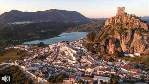 La artesanía y la tradición, valores que convierten a Zahara de la Sierra en un destino ideal en la provincia de Cádiz