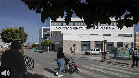 'Le pedimos a la Junta más rigor en las medidas restrictivas y que no las focalice en el comercio no esencial porque realmente se cumplen los protocolos', Lidia Gómez, concejala de Salud de La Algaba