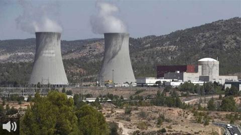 Los trabajadores de la central térmica de Carboneras mantienen un encierro en protesta por el anuncio del cierre