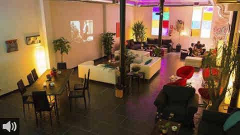 El espacio 'Abre tus ojos' nos acerca la realidad de los clubes de cannabis, que están en pleno crecimiento y cuyo tráfico está penado por ley