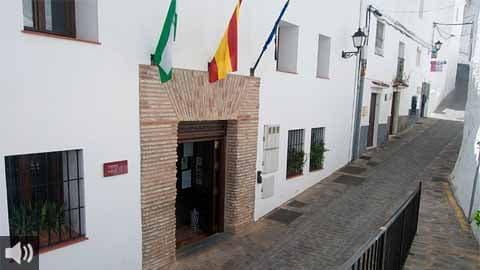 El Alcalde de Casares recibe a la Delegada del Gobierno de la Junta de Andalucía en Málaga ha trasladado a la representante de la Junta para trasladarles diferentes peticiones importantes para el municipio
