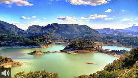 El pantano de El Chorro, en el municipio malagueño de Ardales, recibe la certificación Bandera Azul, la primera que se entrega para un espacio de entorno rural