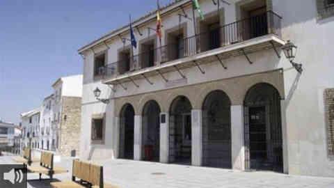 El Ayuntamiento de Castro del Río, en Córdoba, vive un relevo en la alcaldía por tercera vez como parte del acuerdo de coalición