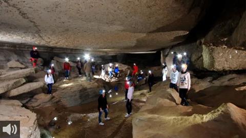 El sistema subterráneo más grande de España se encuentra en Almería y conforma un mosaico avivado por la expresión del paso del tiempo y de los fenómenos naturales en las Cuevas de Sorbas