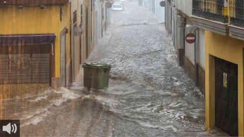 El alcalde de Isla Cristina, Jenaro Orta, analiza la situación del municipio por los daños de las lluvias torrenciales en Huelva