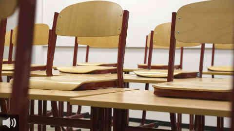 La plataforma Escuela de calor protesta ante la Consejería de Educación y Deporte por la Ley de Bioclimatización de centros educativos