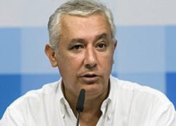 Javier Arenas destaca que su objetivo principal va a ser mantenerse al servicio de los andaluces y andaluzas