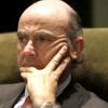 El ministro de Economía, Luis de Guindos, anuncia una subida de los impuestos que gravan el consumo en 2013