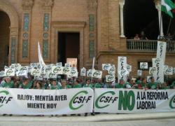 El sindicato CSIF se concentra frente a todas las delegaciones y subdelegaciones del Gobierno central en rechazo a la reforma laboral