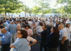 Los funcionarios protestan por los recortes del Gobierno andaluz, IU anuncia un aplazamiento