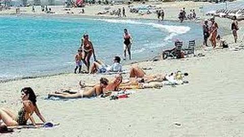 62 banderas negras y 81 puntos negros en el litoral andaluz