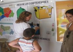 El 'Bus del reciclaje' lleva al litoral andaluz consejos sobre el cuidado del medioambiente