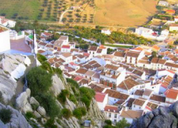 Los vecinos y vecinas del municipio malagueño de Valle de Abdalajís denuncian la falta de agua corriente en la localidad