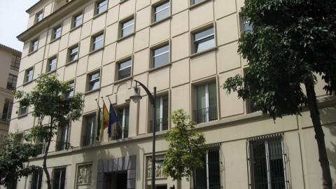 La Junta de Andalucía reduce a la mitad los altos cargos de su administración periférica