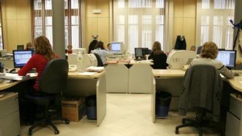 CCOO y CSIF denuncian la bajada en la base de cotización de los empleados públicos de la Junta de Andalucía