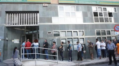 El número de parados en Andalucía baja cerca de 10 mil personas durante el mes de junio, según el INE