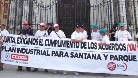Los ex trabajadores de Santana Motor se vuelvan a concentrar para reavivar sus reivindicaciones