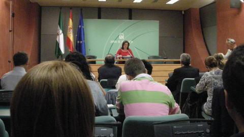Mar Moreno defiende que el Gobierno andaluz hace todo lo posible contra los recortes en educación