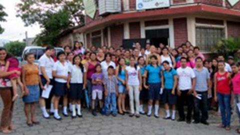 EMA-RTV promueve que mujeres y jóvenes salvadoreños ayuden a prevenir la violencia a través de formación radiofónica e informática