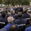 Protestas dentro de la Consejería de Economía de los extrabajadores de Santana y fuera, de los prejubilados de Apra Leven