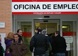 Los sindicatos arremeten contra las medidas de austeridad del Gobierno central al conocer una nueva subida del paro