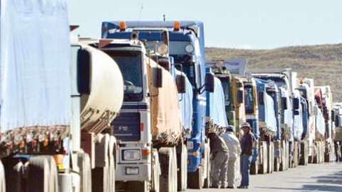 Más de 800 campesinos paraguayos bloquean caminos en defensa de la entrega de tierras y ayudas oficiales a los afectados por la sequía
