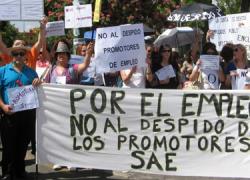 Los promotores de empleo procedentes de toda Andalucía protestan ante el Parlamento por el desmantelamiento de las oficinas del SAE