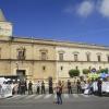 Los promotores del Servicio Andaluz de Empleo se movilizan ante el Parlamento, en protesta por el desmantelamiento de las oficinas de empleo y contra la privatización de los servicios
